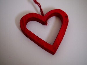 Srce drveno crveno - 10.5cm