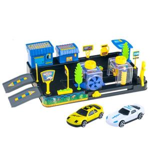 Benzinska postaja i autopraonica s dva autića